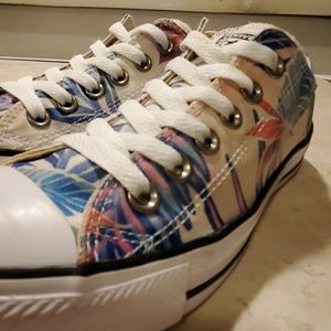CONVERSE ALL STARS,  WOMANS SIZE 7 FLORAL PRINT